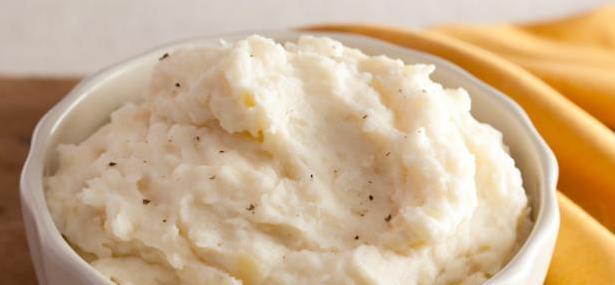 Thanksgiving's Cooking: Buttermilk Garlic Mashed Potatoes