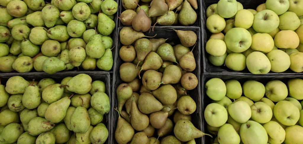 APPLES + PEARS, OH MY
